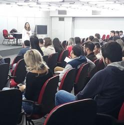 Palestra Ganhe Mercado com Mídias sociais ministrado pela analista de negócios SEBRAE